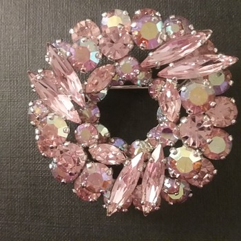 Sherman wreath brooch  - Costume Jewelry