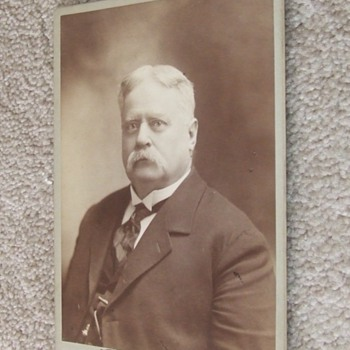 Autographed Cabinet Card of Fitzhugh Lee MG (CSA and USA) - Photographs