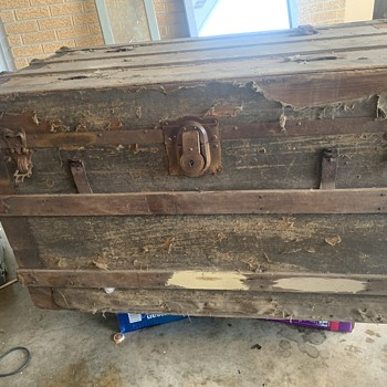 My first trunk!! Need info/help - Furniture