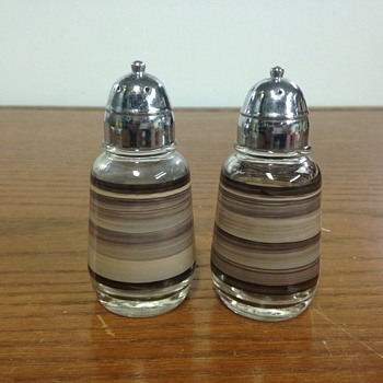 Hazel atlas salt pepper set