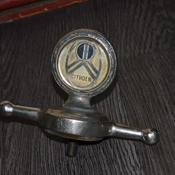 Citroën 1930 radiator cap thermometer - Classic Cars