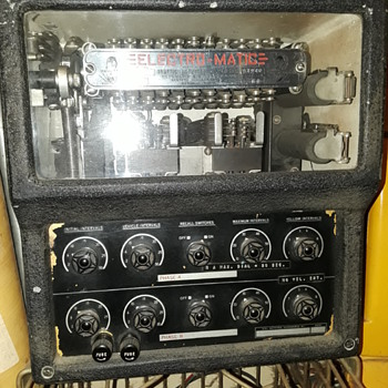 old ELECTRO-MATIC model 804-D TRAFFIC-ACTUATED DISPATCHER - Electronics