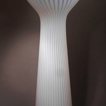 "12"" OPALESCENT RIBBED MODERNIST ART GLASS VASE, GROUND BOTTOM, NO SIGNATURE - Art Glass"