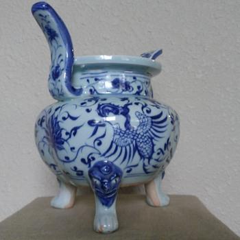 Blue and white censer - Asian