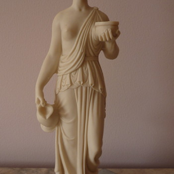 A Grecian Lady  - Figurines