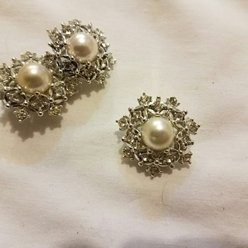 Vintage '68 Sarah Coventry ULTIMA Snowflake Pearl Crystal Clip Earrings & Pin Set - Costume Jewelry