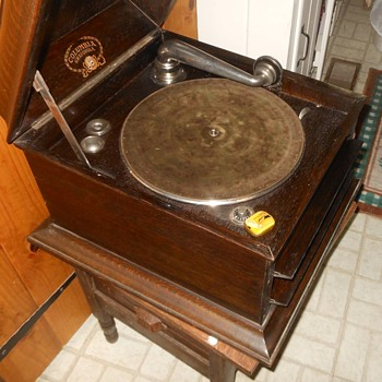 Columbia Grafanola Table Top Record Player Circa 1920