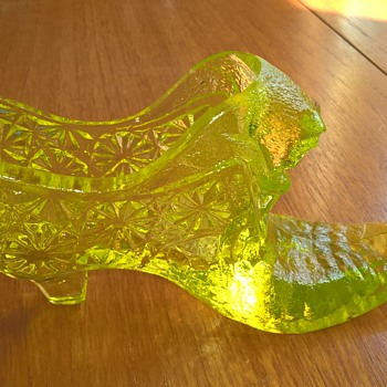 Fenton uranium glass shoe. - Glassware