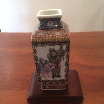 hand painted vase - Asian