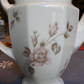 Can you identify this Rosenthal pattern?