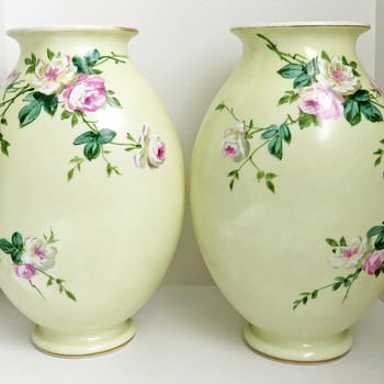 Mirrored Pair of Baccarat Opaline Vases Enameled with Roses - Art Glass