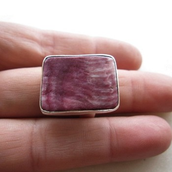 Simple purple spiny oyster ring - Fine Jewelry