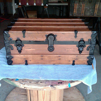 A nice small cargo trunk - Furniture