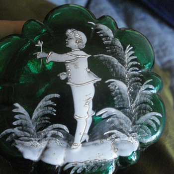 Victorian emeral glass box with enamel in the Mary Gregory style - Art Nouveau