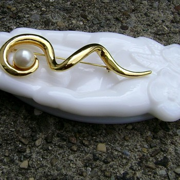 Avon Milk Glass Hand & Brooch - Costume Jewelry