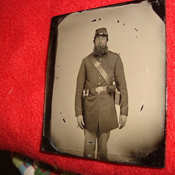 Two Photos of Union Soldiers Found at the Same Pennsylvania Auction - Military and Wartime