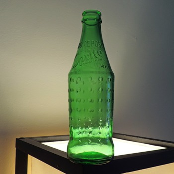 1977 Sprite Embossed Soda Bottle 10 Ounces Vintage Green Textured NDNR - Bottles