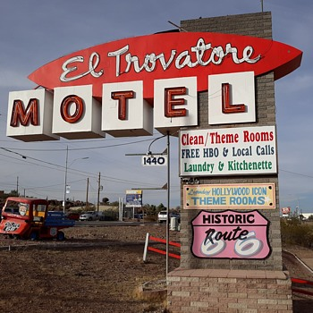The El Trovatore Motel Kingman Arizona And The John Wayne Room - Photographs