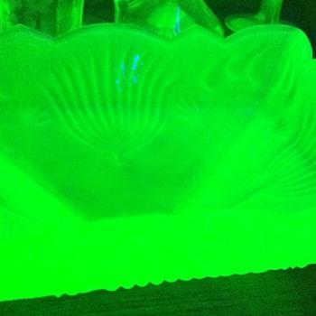 Vaseline glass bowl - Glassware