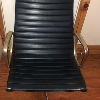 Herman miller - Furniture