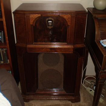 Motorola or Philco Radio