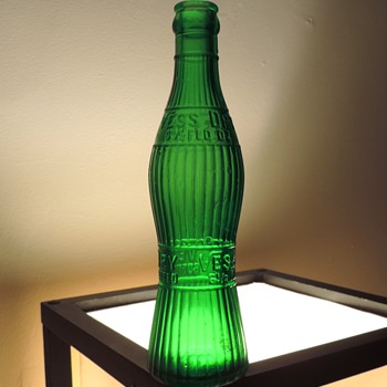 Vess Dry Ginger Ale Soda Bottle Greensburg Pennsylvania Green Embossed Glass Vintage 6.5 Ounces Art-Deco - Bottles