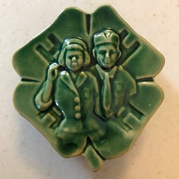 Vintage 4-H Wall Pocket - Pottery