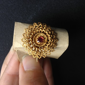 Ruby and 24k brooch - Fine Jewelry