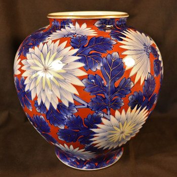 Koransha porcelain chrysanthemum vase, ca 1930s - Asian