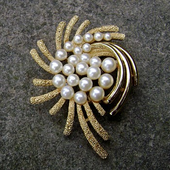 Rare Trifari Anemone Brooch - Under The Sea Collection - Costume Jewelry