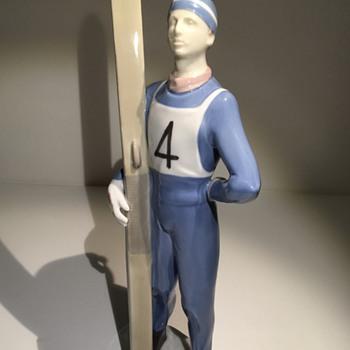 "SKI JUMPER FIGURINE ""GDR"" - Figurines"