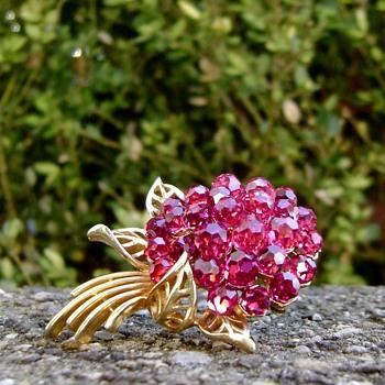 Crown Trifari Fuchsia Briolette - Costume Jewelry