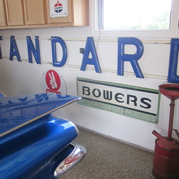 STANDARD porcelain letters sign - Petroliana