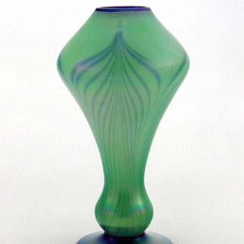 Fenton 3022 Off Hand Line Vase with Pulled Feather Décor ca. 1925-26 - Art Glass