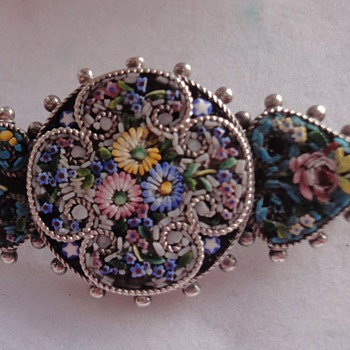 Nice littleVictorian flower Micro Mosaic brooch set in silver - Fine Jewelry