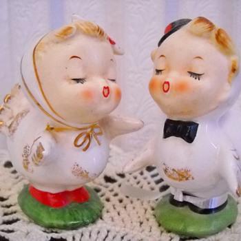 THANKSGIVING KISSING BOY & GIRL TURKEY SALT & PEPPER SHAKERS