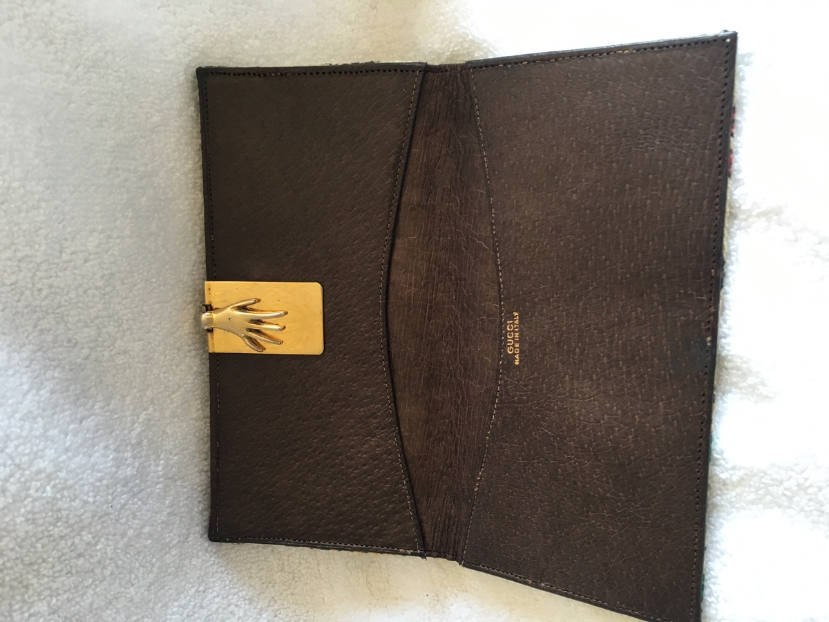 0f1282496e49d9 Rare Vintage Gucci 1960s Leonardo Cloth Hand Clasp Wallet | Collectors  Weekly