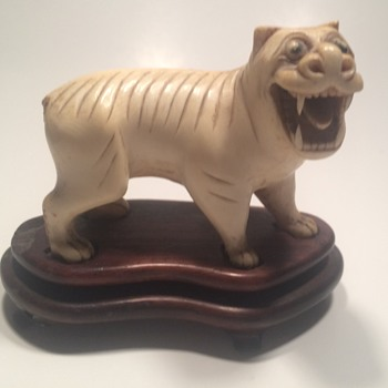 Antique Chinese Carved lion Foo Dog Figurine  - Asian
