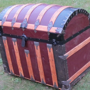 1880's - 1890's Round Top Saratoga Trunk - Furniture