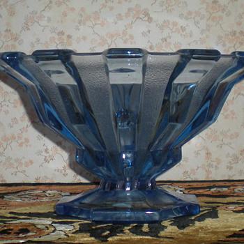 Bohemian Art Deco glass bowl. - Art Glass