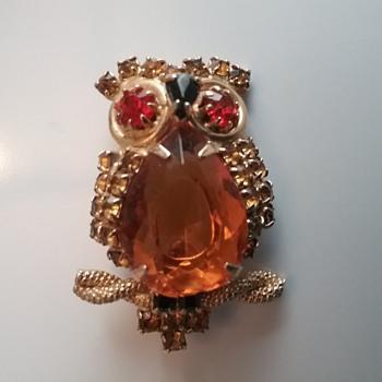 Caviness owl brooch  - Animals