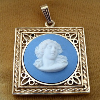 Wedgewood Jasperware Pendant 1978 - Costume Jewelry