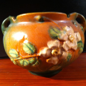 Roseville White Rose jardinier - Pottery