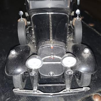 Franklin Mint 1930 Cadillac V-16 452 Imperial Sedan (Al Capone's armored Cadillac)   - Model Cars