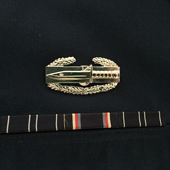 CARR US NAVY shirt with ribbon and medal - is this a us navy shirt?