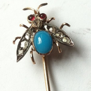 Fly power! Stick pin, turquoise glass, fly. - Fine Jewelry