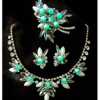 I covet.  - Costume Jewelry