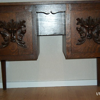 Arts and Crafts desk with north-wind craving - Furniture