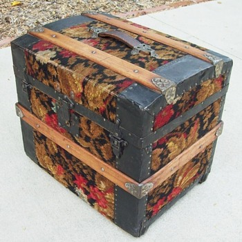 Small Carpet Covered Trunk, F.W.Gromm, Denver - Furniture