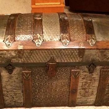 Small  trunk (cross slat/ barrel top)1880s or so - Furniture